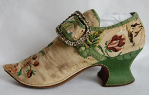 Shoe dating from 1700-1730